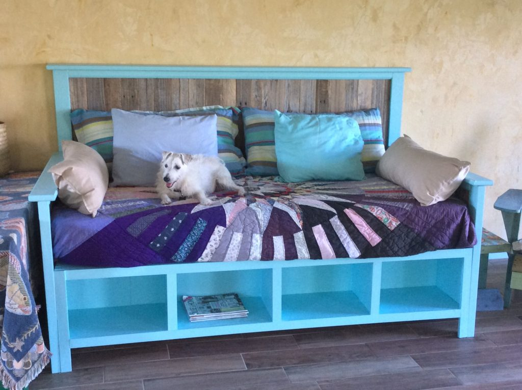 diy daybed with fancy simple daybed and daybed ideas how to make a daybed diy pull out daybed build a bed frame with drawers turn twin bed into daybed diy patio daybed how to turn a regular bed into a 1024x765
