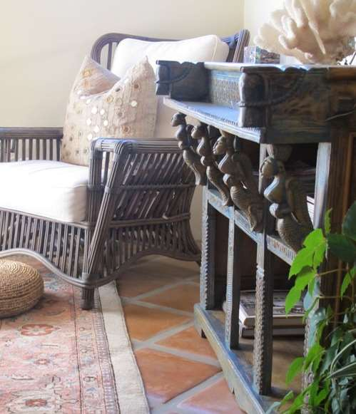 Spanish-style homes is the ability to mix several different styles of furniture