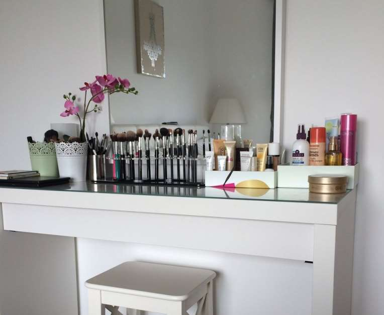 23+ DIY Makeup Room Ideas, Organizer, Storage and Decorating on Makeup Room  id=30852