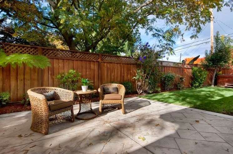 simple decorative garden fence with a touch of nature