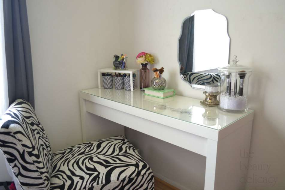 simple makeup room