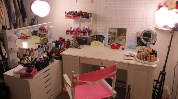 unique makeup room