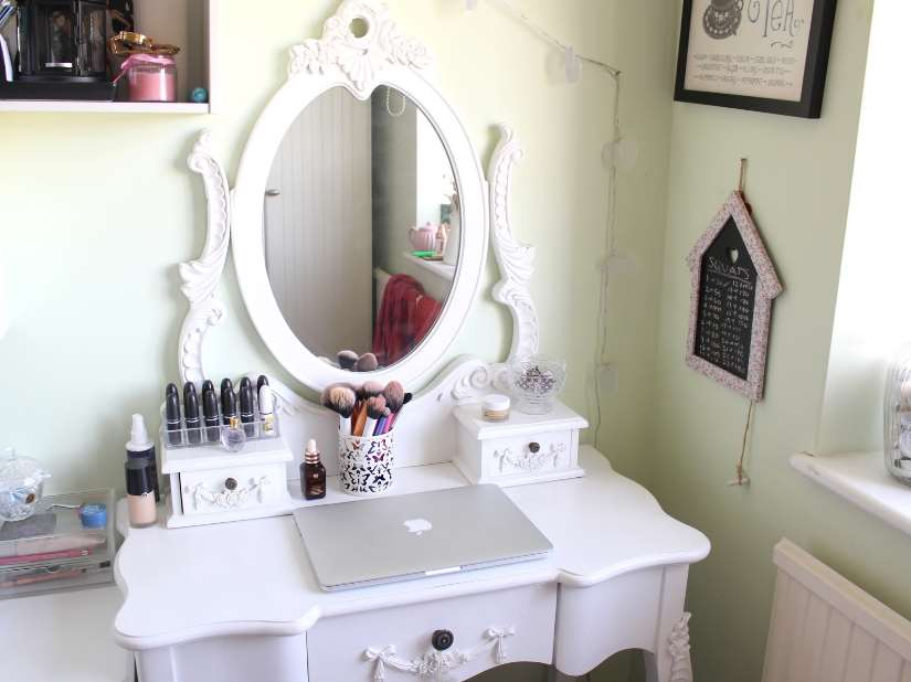 white makeup room
