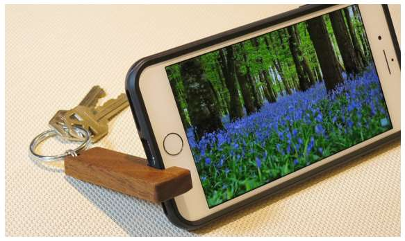 15+ Cheap and Clever Ideas for DIY Phone Stand