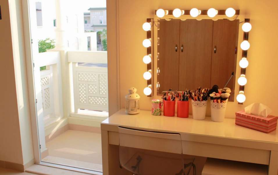 Diy makeup vanity mirror Flower Framed Agha Interiors Diy Vanity Mirror With Lights For Bathroom And Makeup Station