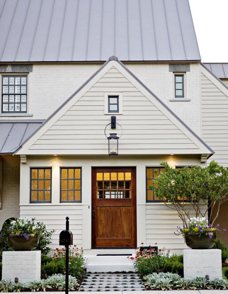 https://blogs-images.forbes.com/houzz/files/2014/10/traditional-exterior.jpg?width=960