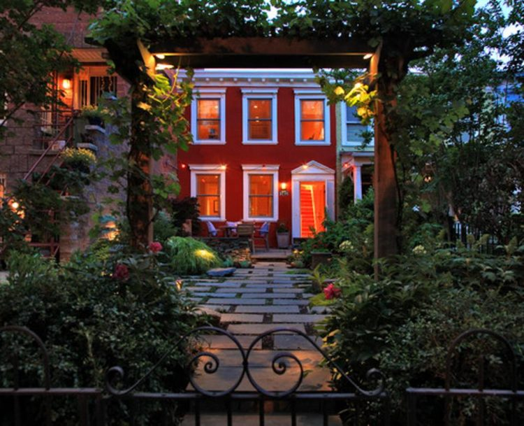 https://blogs-images.forbes.com/houzz/files/2014/10/traditional-exterior2.jpg?width=960