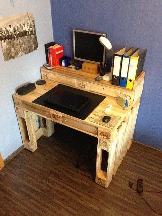 DIY Computer Desk Idea Design: Secondhand Crates or Other Wood Boxes