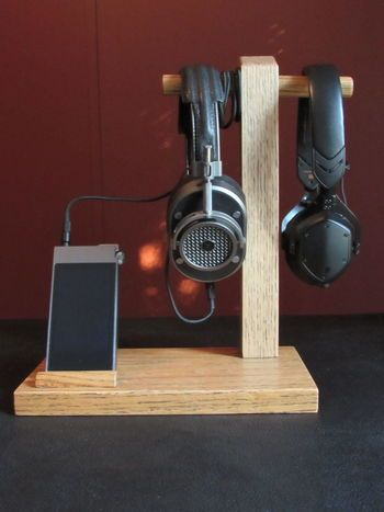 Another Simple, DIY Headphone Stand Made of Wood