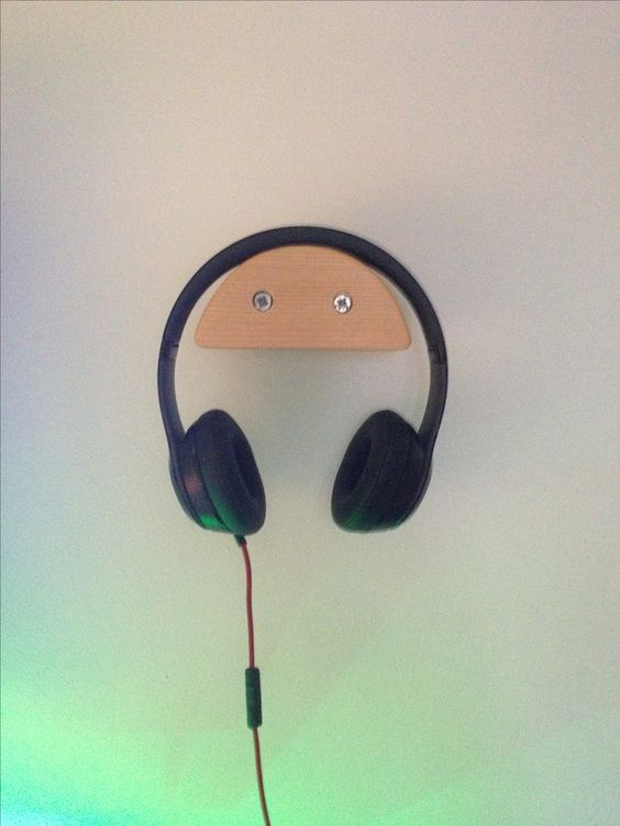 Another Simple, DIY Headphone Stand Made of Wood – on The Wall