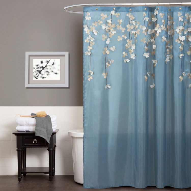 A Curtain for Your Shower Room