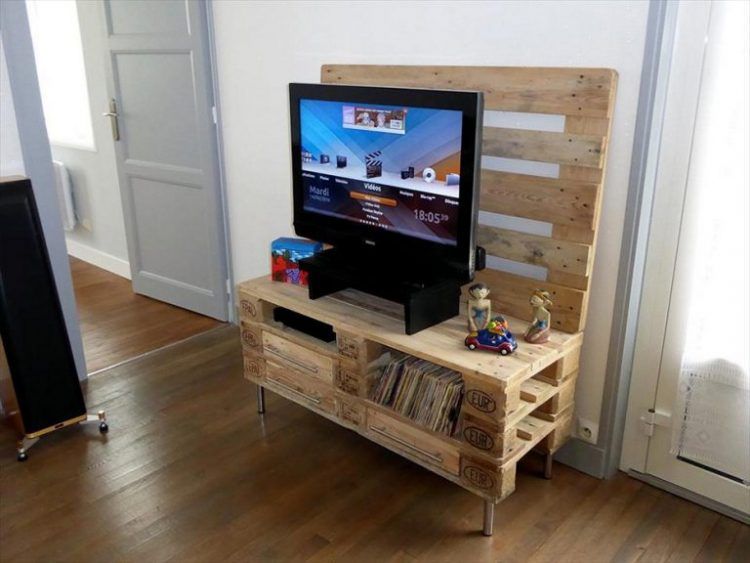 Simple DIY TV Stand