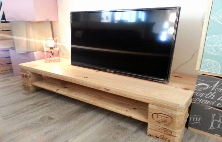 DIY TV Stand Wood Pallete